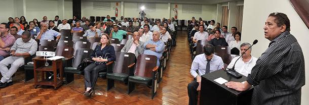 Canindé esteve liderando na sede da Associação Comercial do Maranhão (ACM), no Centro, a audiência pública para construir a licitação do transporte coletivo em São Luís