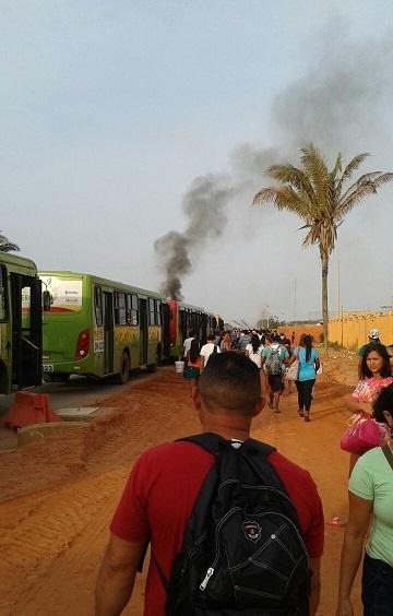 Protesto de moradores interdita a MA-202 em Paço do Lumiar, entrada do Município Raposa.