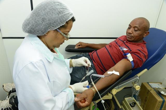 Foto 1 - Ademir Soares Detran - estoque de sangue para o Carnaval