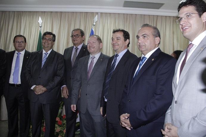 Foto 2 NaelReis - Governador cumprimenta deputados empossados