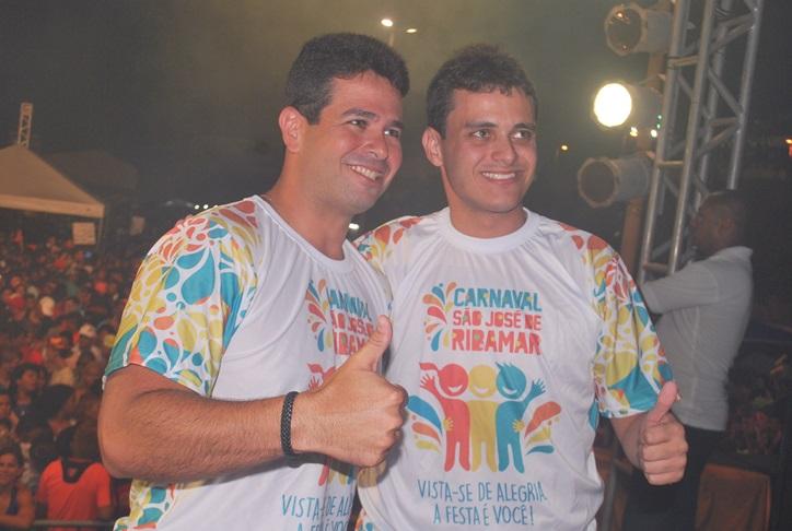 Gil e Glalbert Cutrim participaram da festa do Lava Pratos em Ribamar.