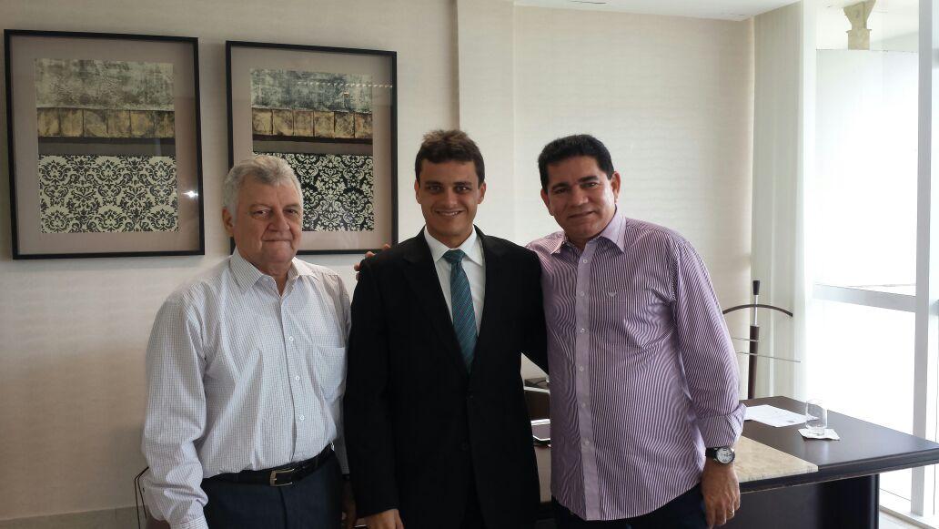 Glalbert com o prefeito Alan Linhares tratando de interesses do município de Bacabeira, dentre eles o fim da construção da refinaria Premium.