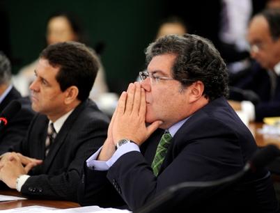 Sarney Filho teme investigação contra empresa.
