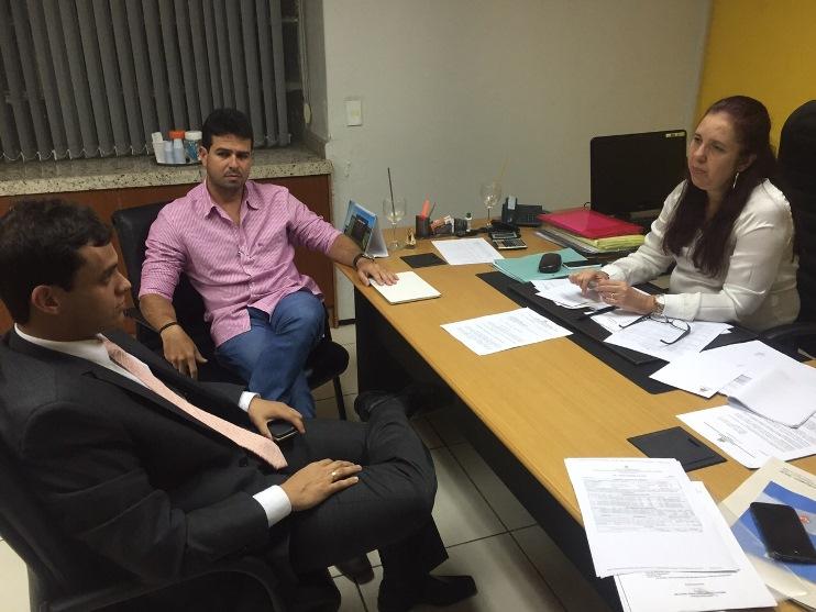 Deputado durante encontro recente com a secretária Flávia Moreira, das Cidades, e o prefeito Gil Cutrim, de Ribamar.
