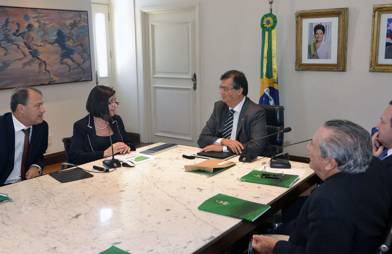 Governador Flávio Dino e a presidente da ANP, Magda Chambriard, em reunião no Palácio dos Leões