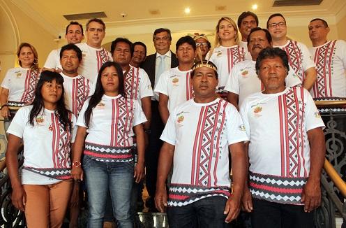 Foto 2 - Governador recebe delegação índigena