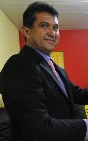 vereador_charles_entrega_a_miguel_buhatem_titulo_cantanhedense