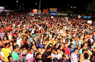 Multidão na abertura do Pré-carnaval de Bacabeira