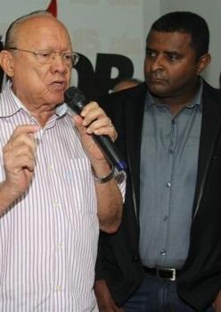 Senador-João-Alberto-ao-lado-do-vereador-Fábio-Câmara-e1460350707744