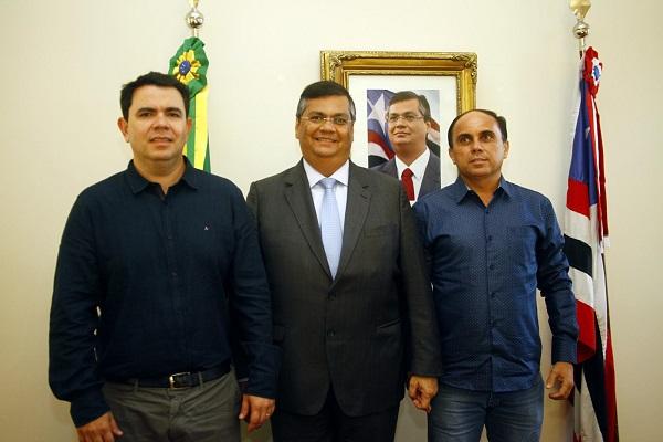 Prefeito eleito de Balsas, Dr. Erik; governador Flávio Dino; e prefeito eleito de Loreto, Marfran Bringel. Foto: Handson Chagas/Secap