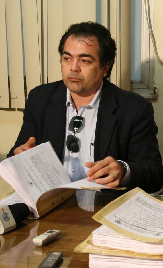 Lobo que é advogado do ex-prefeito Amaury Almeida (PDT), derrotado nas urnas da eleição de 2016, Jadilson e Derson continuam no cargo, vez queos recursos int