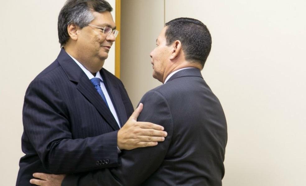 Flávio Dino visita gabinete do General Mourão em Brasília.
