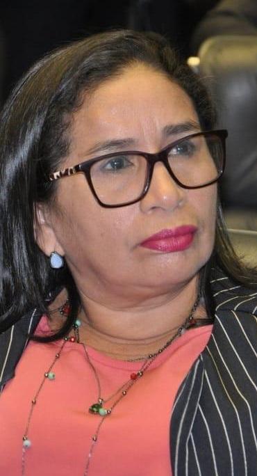 """Prefeita em execício de Paço do Lumiar, Paula Azevedo, mantém dezenas de """"super-assessores"""" que ganham por mês até 20 mil reais..."""