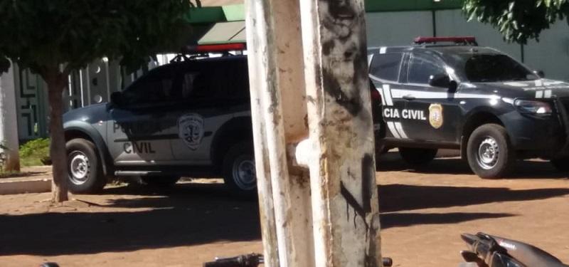 Viaturas permanecem na prefeitura agentes da Civil estão a procura de documentos da CPL...