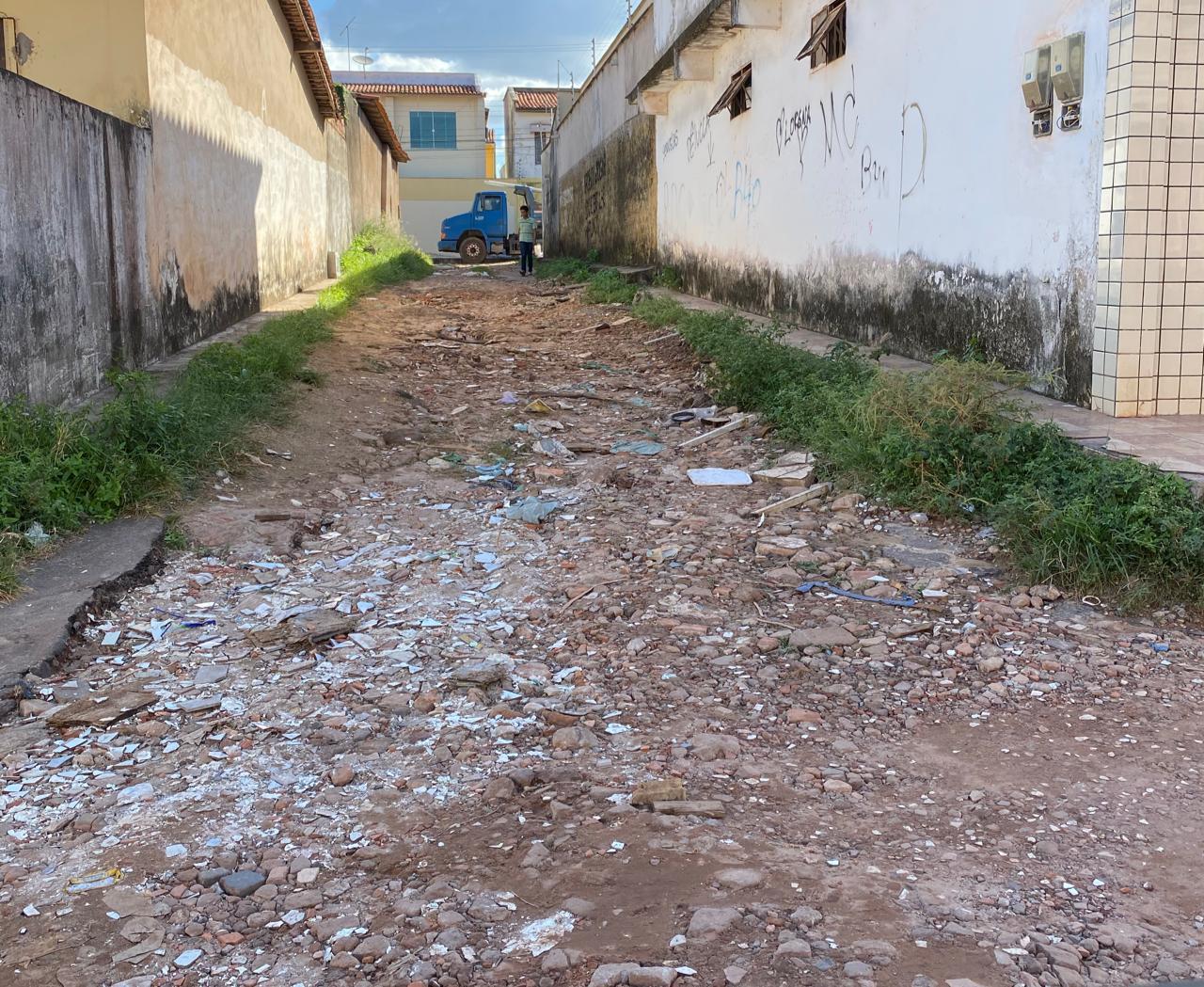 Situação de umas das inúmeras ruas da comunidade do Conjunto Alvorada, em Ribamar.