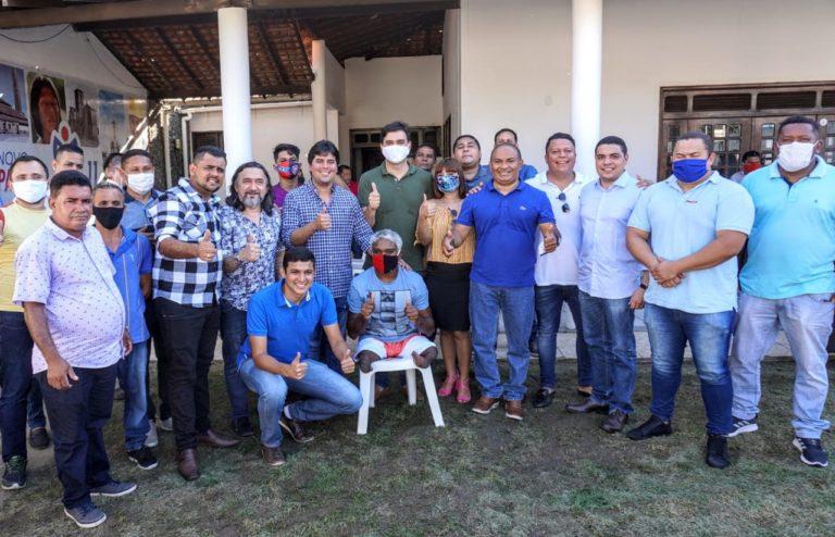 Na foto, aparecem apenas 15 candidatos a vereadores, mais o partido diz ter 40 pré-candidatos...