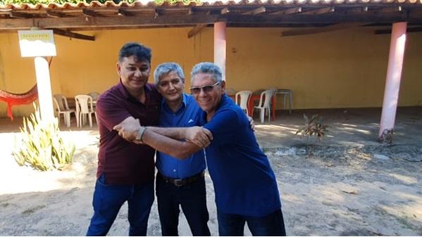 Alison Penha (PRB), Eudes Barros (PL) e José Laci (PCdoB) em sinal de união...