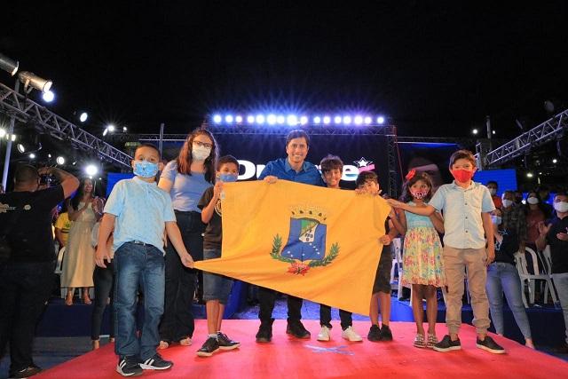 Bandeira de São Luís é exibida por durante a Convenção...