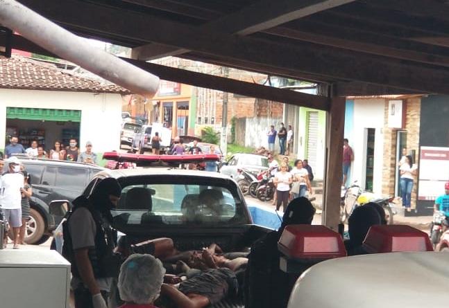 Corpos foram colocados na carroceira da viatura da PM-MA...