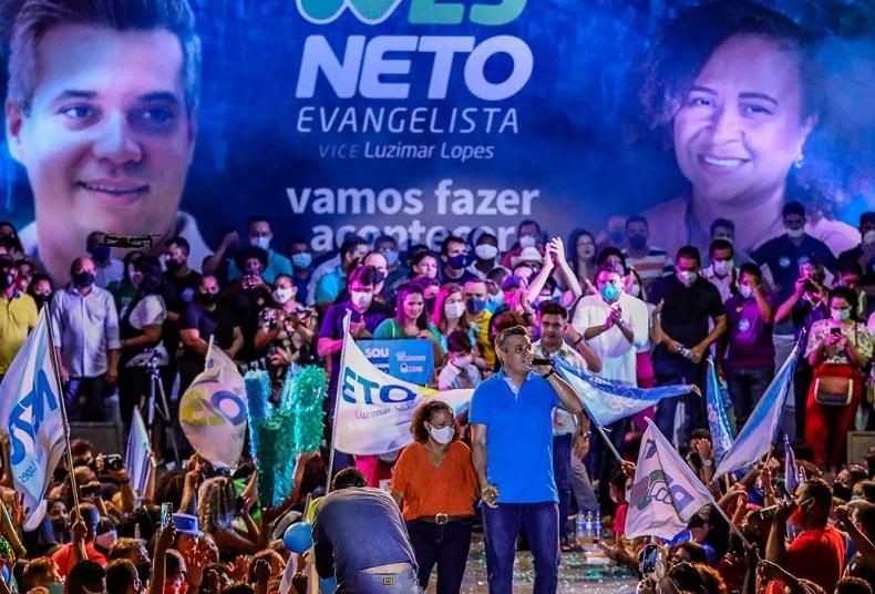 Neto com a fraca candidata a vice-prefeita Luzimar Lopes...