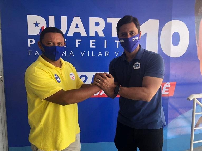 Cueca Martins ao lado de Duarte Júnior...