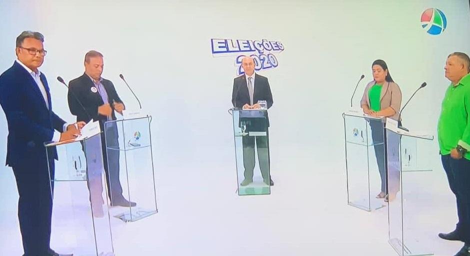 Todos os candidatos estavam presentes, menos Paula...