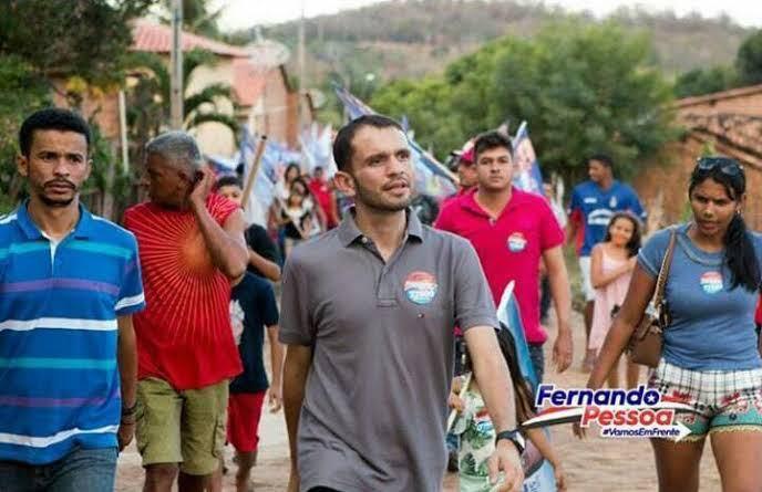 Fernando Pessoa terá disposição para superar uma tragédia que matou duas pessoas durante um ato político e a prisão do primo da sua esposa e vencer as eleições?