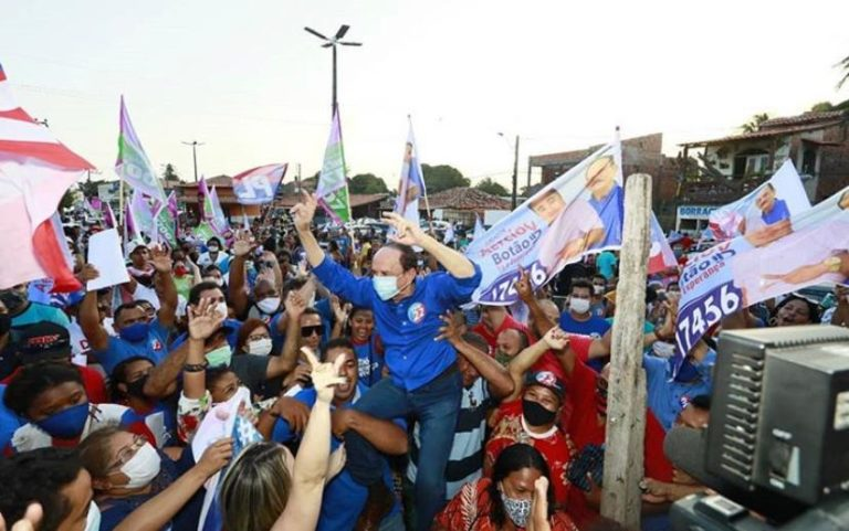 Dr. Julinho nos braços do povo...