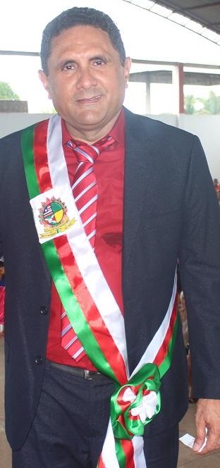 """prefeito Edson Barros Costa Júnior, o """"Costinha""""."""