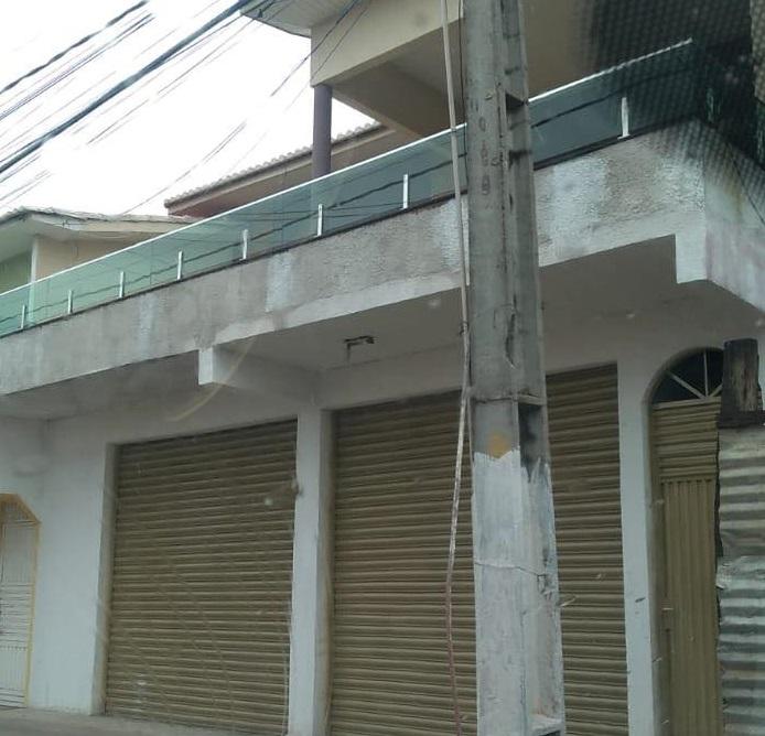 Local onde funciona o Setor de Tributos do município permanece fechado durante boa parte do dia...