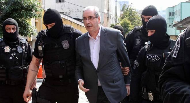 Desembargador do TRF-1 revoga prisão domiciliar e Eduardo Cunha está livre