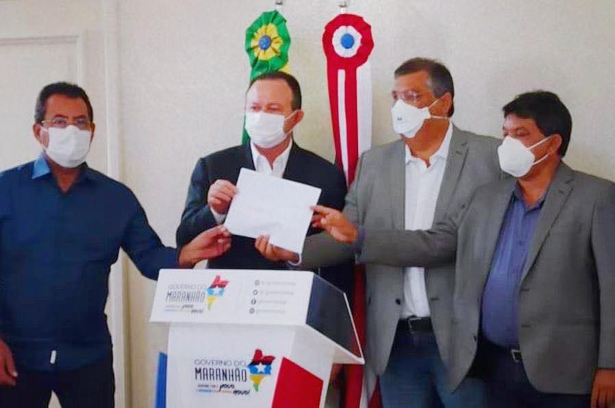 Na ocasião, o governador Flávio Dino assinou a ordem de serviço para os sistemas de abastecimento de água