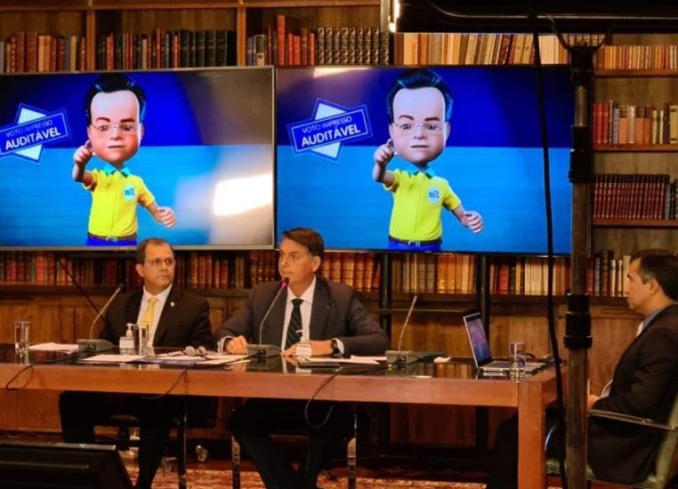 "Bolsonaro usa boneco de Roberto Rocha pra ""provar"" tese do voto impresso"
