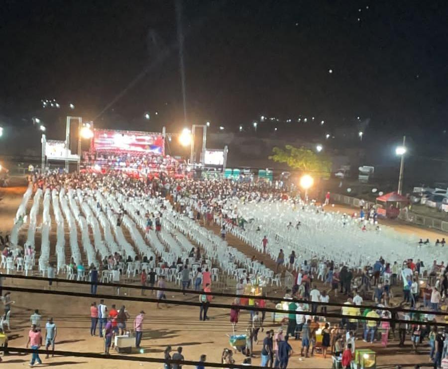 Foto ampla mostra a decepção do evento de Weverton na cidade de Pinheiro...